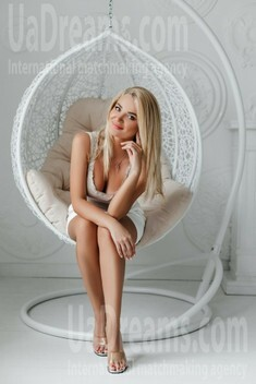 Maryana from Ivano-Frankovsk 32 years - Warm-hearted girl. My small public photo.