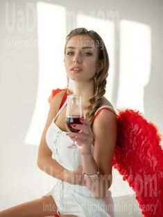 Vlada 19 years - single lady. My small public photo.