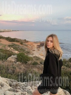Natasha from Kiev 25 years - single russian woman. My small public photo.