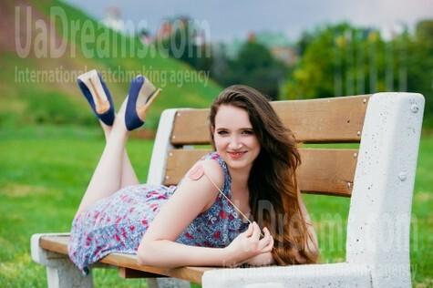 Alenka from Cherkasy 24 years - seeking soulmate. My small public photo.