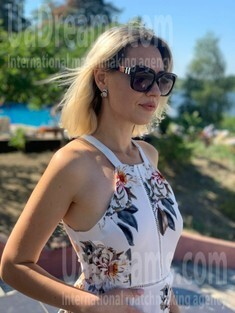 Inetta from Cherkasy 37 years - clever beauty. My small public photo.