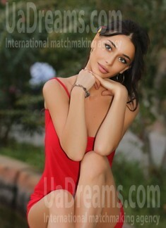 Ira from Ivano-Frankovsk 25 years - attractive lady. My small public photo.