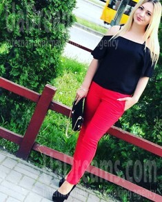 Alyona from Sumy 25 years - Warm-hearted girl. My small public photo.