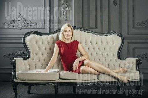 Julie from Zaporozhye 39 years - intelligent lady. My small public photo.