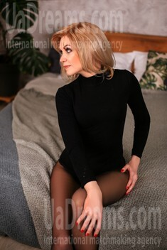 Julie from Zaporozhye 39 years - bright smile. My small public photo.