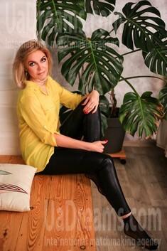Julie from Zaporozhye 39 years - ukrainian girl. My small public photo.