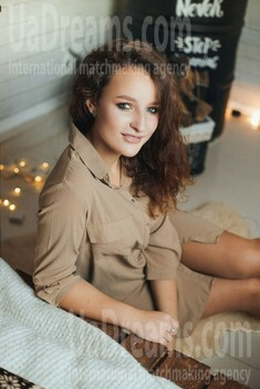 Anna from Poltava 20 years - amazing appearance. My small public photo.