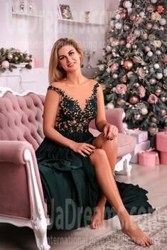Angelina from Zaporozhye 28 years - romantic girl. My small public photo.