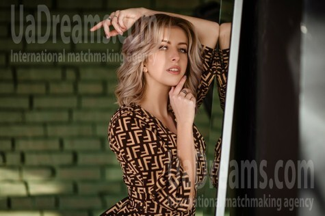 Yulia from Lviv 22 years - looking for relationship. My small public photo.