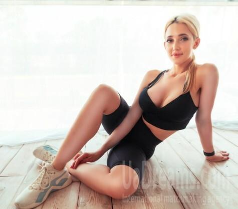 Ekaterina from Kiev 27 years - romantic girl. My small public photo.