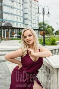 Nadia from Ivano-Frankovsk 22 years - look for fiance. My small public photo.