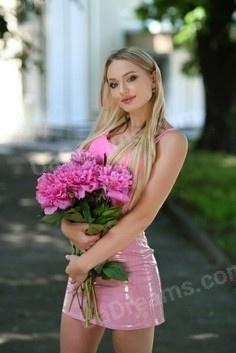 Irynka Rovno 26 y.o. - intelligent lady - small public photo.