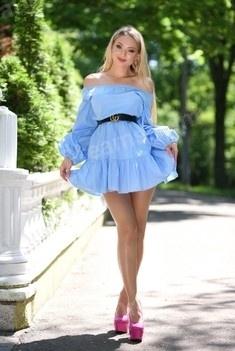 Irynka 25 years - beautiful woman. My small public photo.