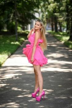 Irynka 25 years - single lady. My small public photo.