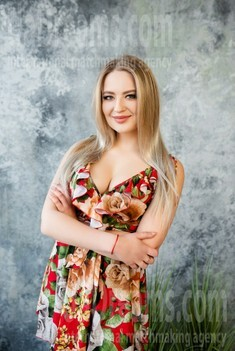 Lana from Lutsk 23 years - desirable woman. My small public photo.
