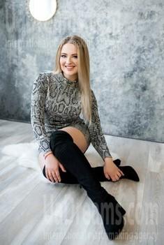 Lana from Lutsk 23 years - single lady. My small public photo.