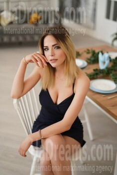 Alina 20 years - single russian woman. My small public photo.