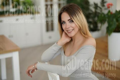 Alina 20 years - hot lady. My small public photo.