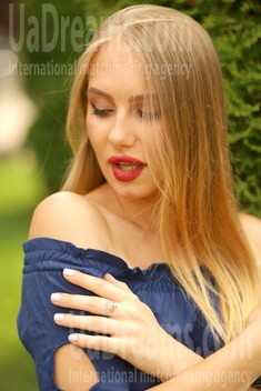 Kate from Poltava 23 years - bright smile. My small public photo.