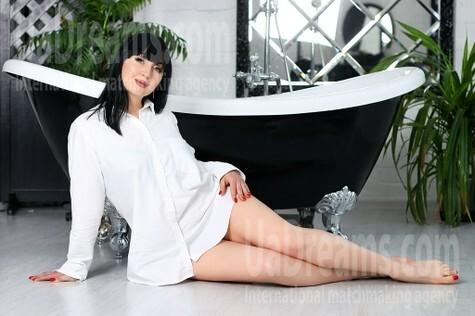 Yana from Zaporozhye 40 years - beautiful and wild. My small public photo.