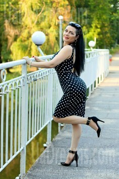 Olechka from Zaporozhye 43 years - on a summer outing. My small public photo.