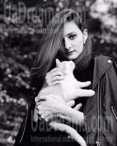 Kristy from Kremenchug 20 years - ukrainian woman. My small public photo.