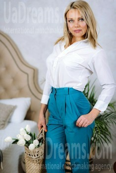Alena from Poltava 37 years - romantic girl. My small public photo.
