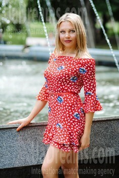 Alena from Poltava 37 years - Music-lover girl. My small public photo.