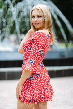 Alena from Poltava 37 years - independent woman. My small public photo.