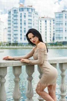 Vlada from Ivano-Frankovsk 20 years - carring woman. My small public photo.