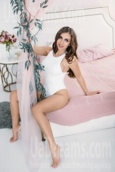 Elena from Kharkov 27 years - romantic girl. My small public photo.
