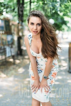 Elena from Kharkov 27 years - beautiful woman. My small public photo.