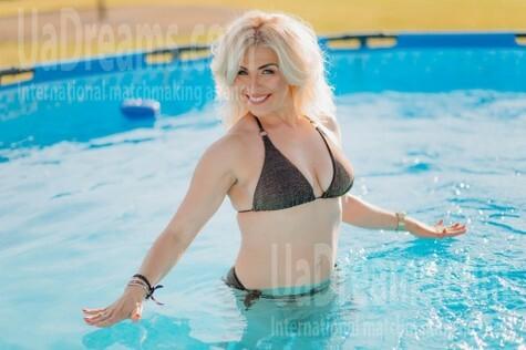 Oksana from Lutsk 44 years - romantic girl. My small public photo.