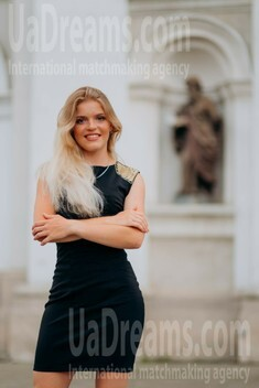 Katy from Lutsk 19 years - attractive lady. My small public photo.