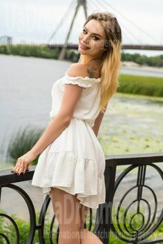 Dana Kiev 26 y.o. - intelligent lady - small public photo.