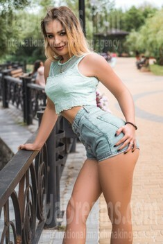 Dana from Kiev 25 years - waiting for you. My small public photo.