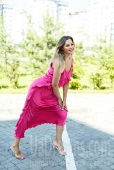 Olena from Ivano-Frankovsk 40 years - single russian woman. My small public photo.