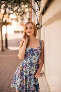 Katya from Lutsk 21 years - nice smile. My small public photo.