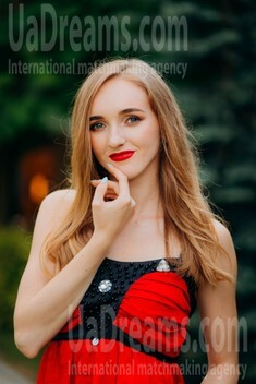 Katya from Lutsk 21 years - carring woman. My small public photo.