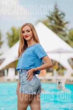 Katya from Lutsk 21 years - Music-lover girl. My small public photo.