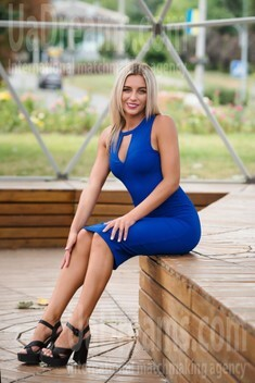 Olya from Cherkasy 26 years - bride for you. My small public photo.