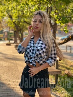 Tina from Ivano-Frankovsk 23 years - want to be loved. My small public photo.