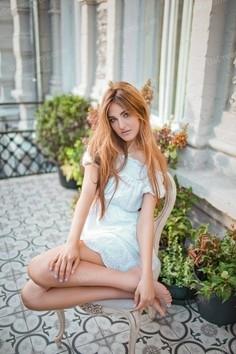Alinka Kiev 26 y.o. - intelligent lady - small public photo.