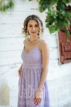 Helen from Poltava 35 years - intelligent lady. My small public photo.