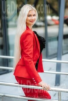 Aleksandra from Poltava 33 years - carring woman. My small public photo.