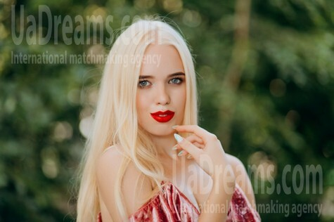 Vira from Lutsk 20 years - search for love. My small public photo.
