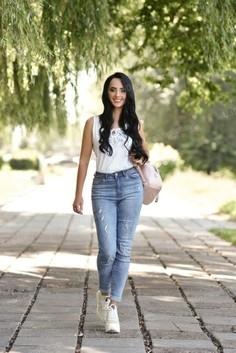 Yana Rovno 27 y.o. - intelligent lady - small public photo.