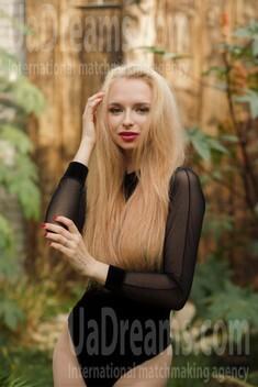 Elizabeth from Sumy 18 years - ukrainian bride. My small public photo.
