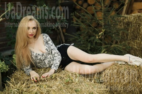 Elizabeth from Sumy 18 years - waiting for you. My small public photo.