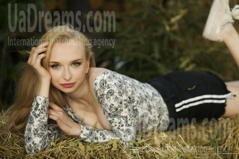 Elizabeth from Sumy 18 years - eyes with love. My small public photo.